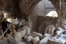 2,000-year-old Palace Entryway Found in Judea