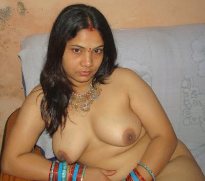 Mamata Bhabhi Milky Boobs Picture indianudesi.com