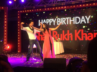 Shahrukh Khan teaches a fan to do his signature pose at his 50th birthday bash