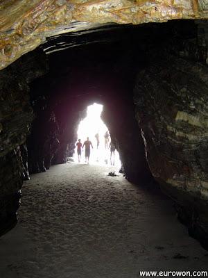 Cueva en la playa de las Catedrales