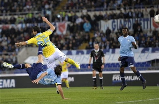 Stefano Mauri scores for Lazio with a spectacular overhead kick against Napoli