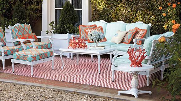 Aesthetic oiseau catalog pick pagoda patio furniture for Englische sofas