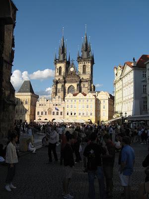 """""""Praha 1 - Staré Město, Týnský chrám (001)"""" by Juan de Vojníkov - Own work. Licensed under CC BY-SA 3.0 via Wikimedia Commons - https://commons.wikimedia.org/wiki/File:Praha_1_-_Star%C3%A9_M%C4%9Bsto,_T%C3%BDnsk%C3%BD_chr%C3%A1m_(001).JPG#/media/File:Praha_1_-_Star%C3%A9_M%C4%9Bsto,_T%C3%BDnsk%C3%BD_chr%C3%A1m_(001).JPG"""
