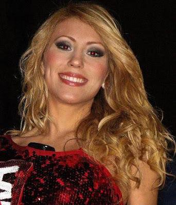 Delly Madrid con encantadora sonrisa