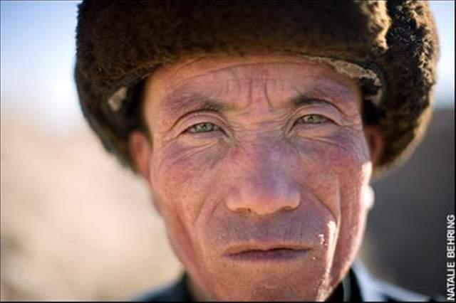 anciano chino de ojos verdes