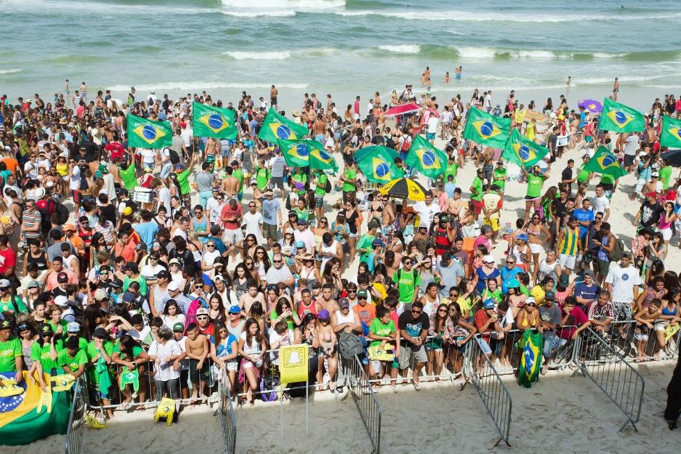 25 Crowd Oi Rio Pro WSL  Kelly Cestari