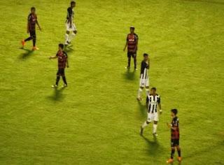 Vitória perde para o Botafogo e se complica