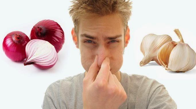 كيف تتخلص من رائحة الثوم والبصل بعد الأكل؟