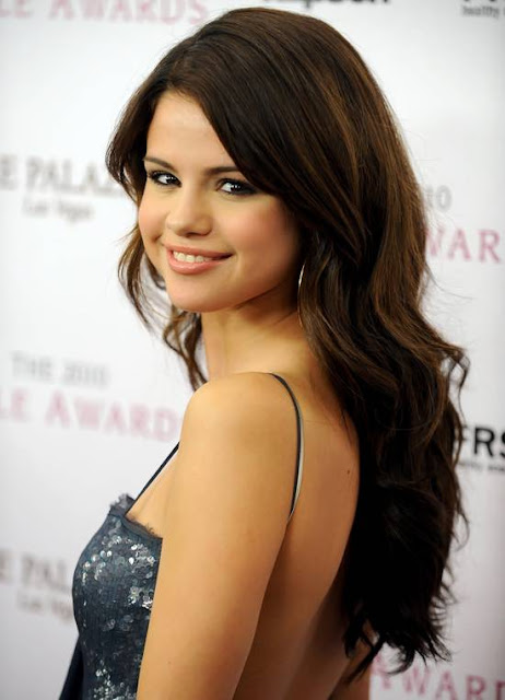how to do selena gomez hairstyles 2011. selena gomez haircut 2011.