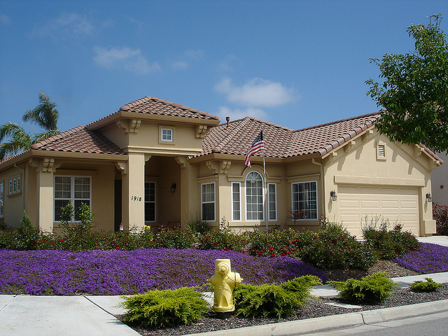 Decorating diva tips top ways to improve the exterior for Ranch house decorating ideas