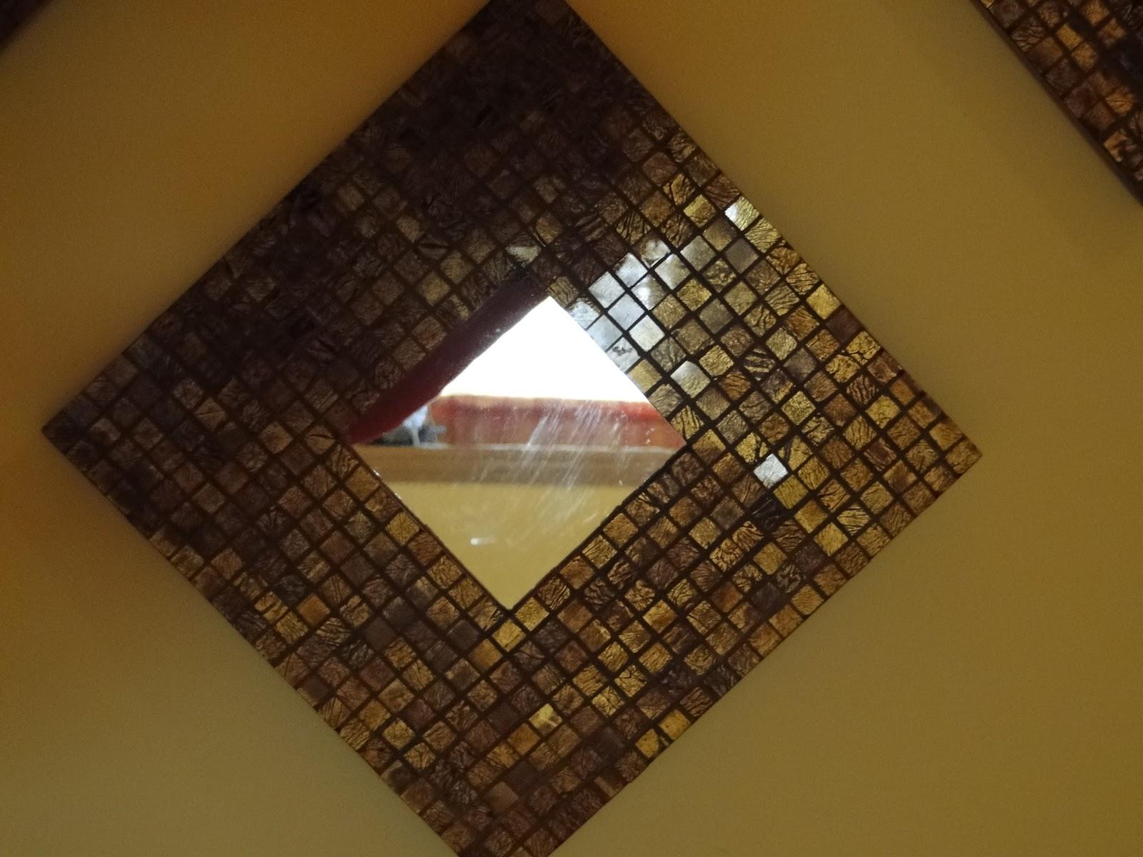 son espejos malma de ikea decorados con teselas de vidreo en tonos marrones y dorados hay muchas maneras de vuestros espejos
