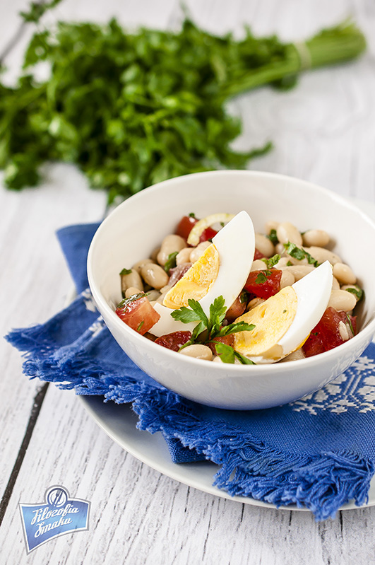 Sałatka z fasoli i pomidorów