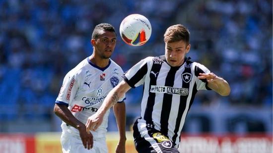 Botafogo estreia com derrota no horário das 11h