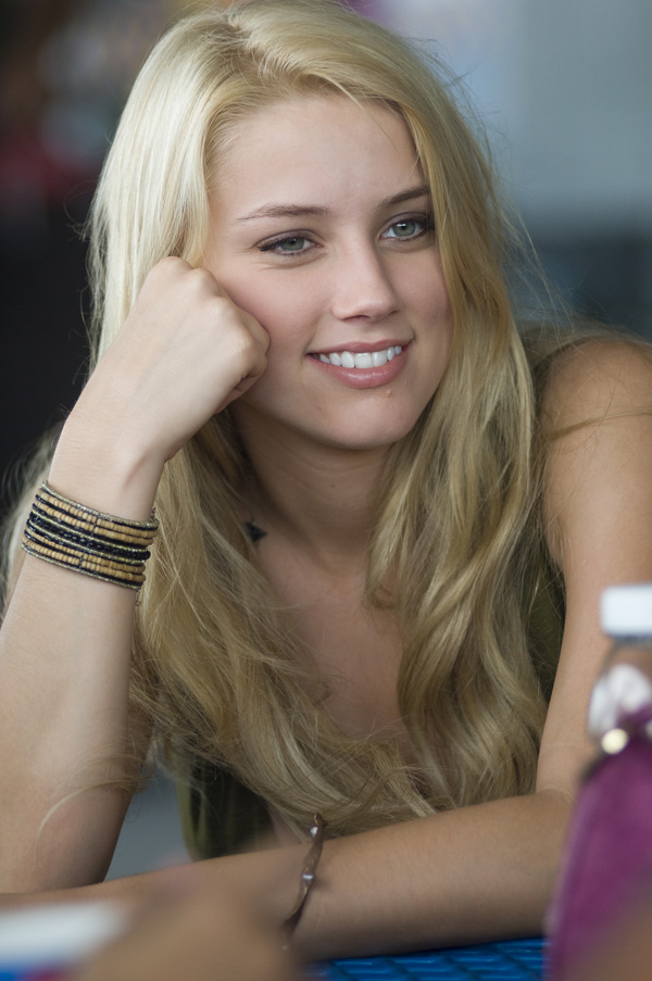 Amber Heard Hairstyles(03)