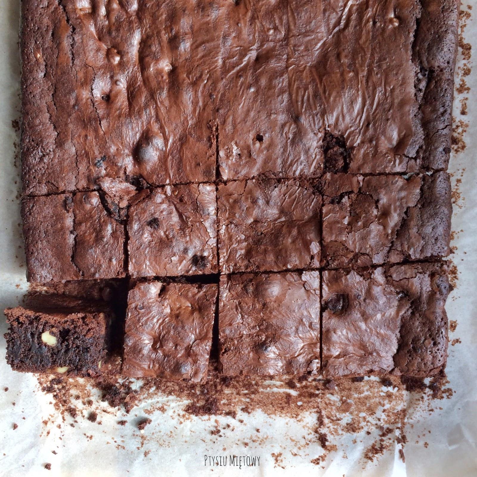 brownie z orzechami i wisniami