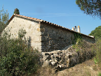 Façanes nord-est i sud-est de la capella de Sant Martí de Mata