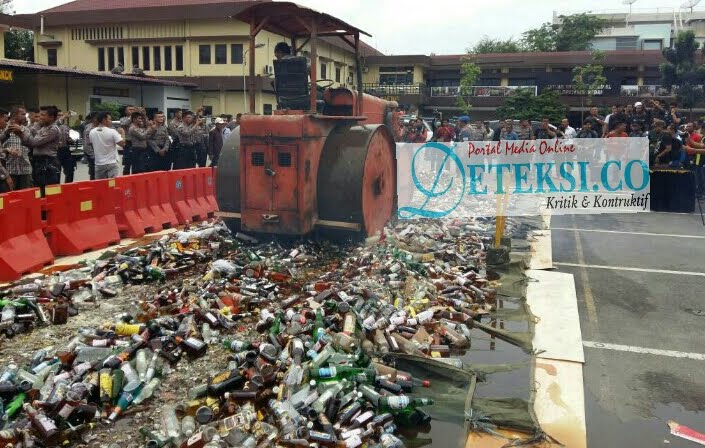 Ops Pekat Toba 2017, Polrestabes Medan Musnahkan 11.426 Botol Miras