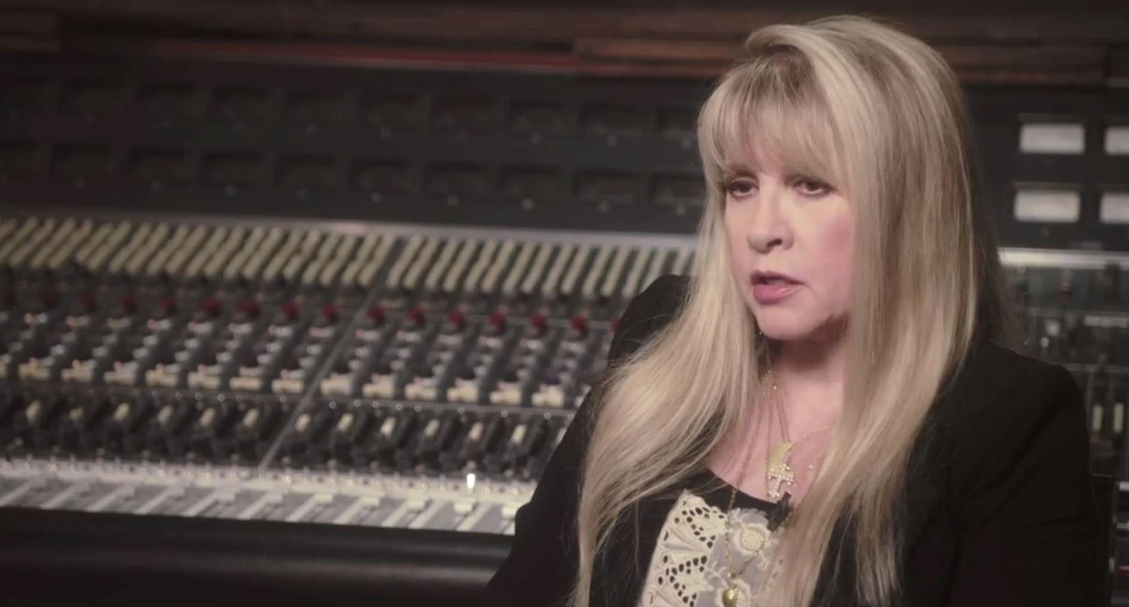 http://4.bp.blogspot.com/-E0rxaJlRwVc/UPGRsT5VUkI/AAAAAAAAaiw/Dj3dyA9UZ18/s1600/Stevie+Nicks+Sound+City+Movie.JPG