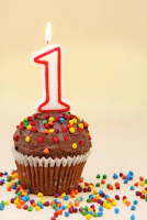 http://4.bp.blogspot.com/-E0upyYWR6P8/UQDhQPR0taI/AAAAAAAAFJE/Cs0_IjE6t9U/s1600/first-birthday-cupcake.jpg