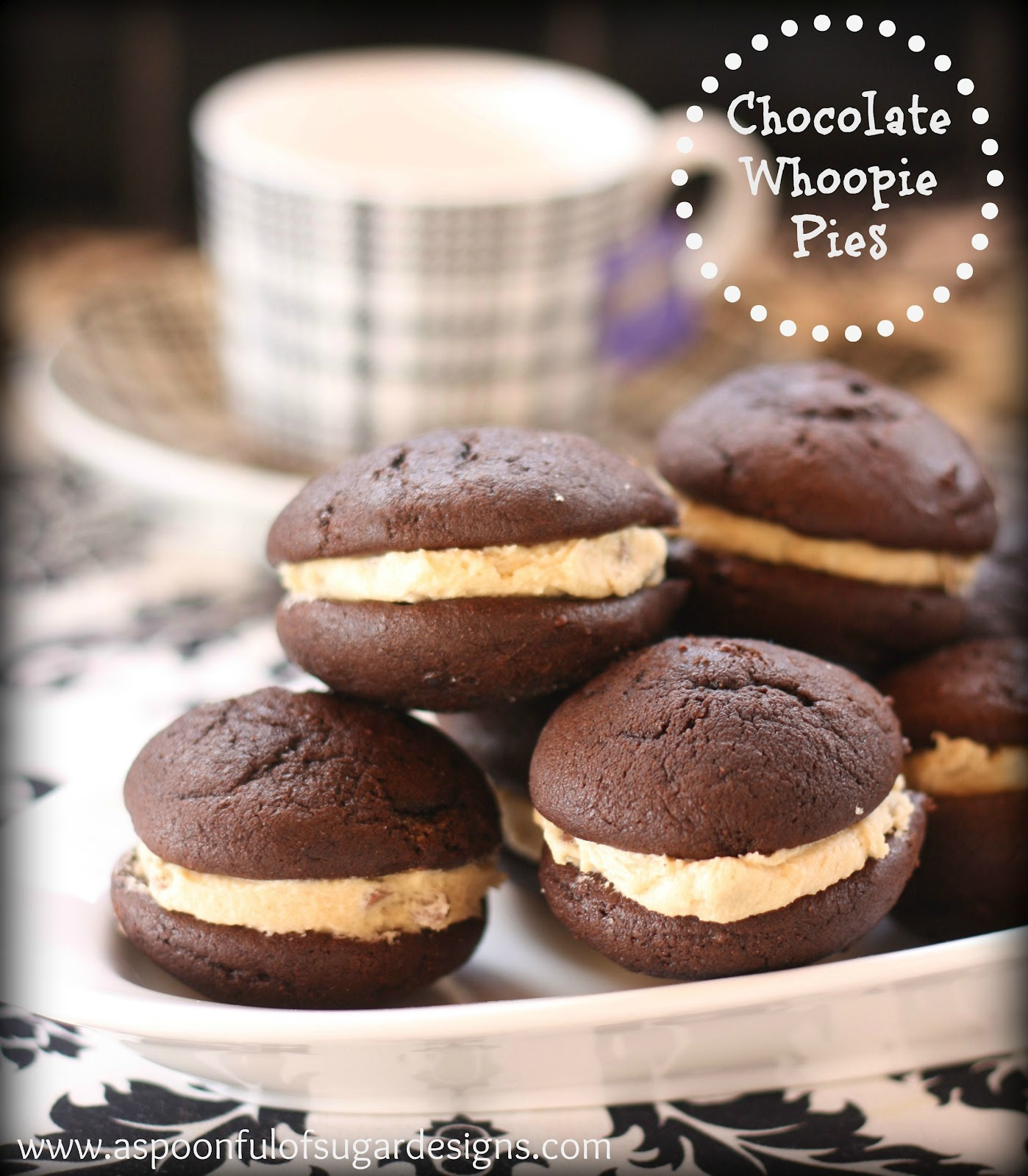 Chocolate Whoopie Pies are the perfect treat – two little fluffly ...