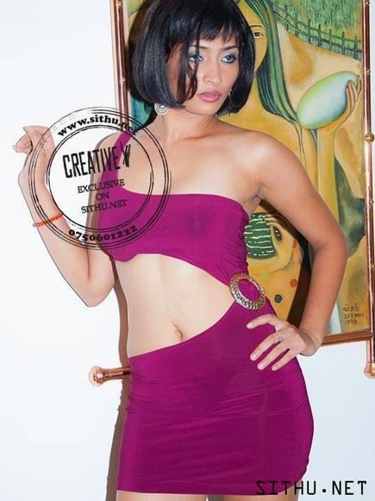 Tania Deen navel