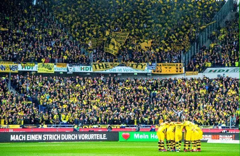 Dortmund Fans Pyro 10,000 Borussia Dortmund Fans