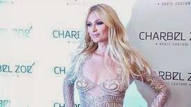 Paris est une vraie Barbie en Charbel Zoé