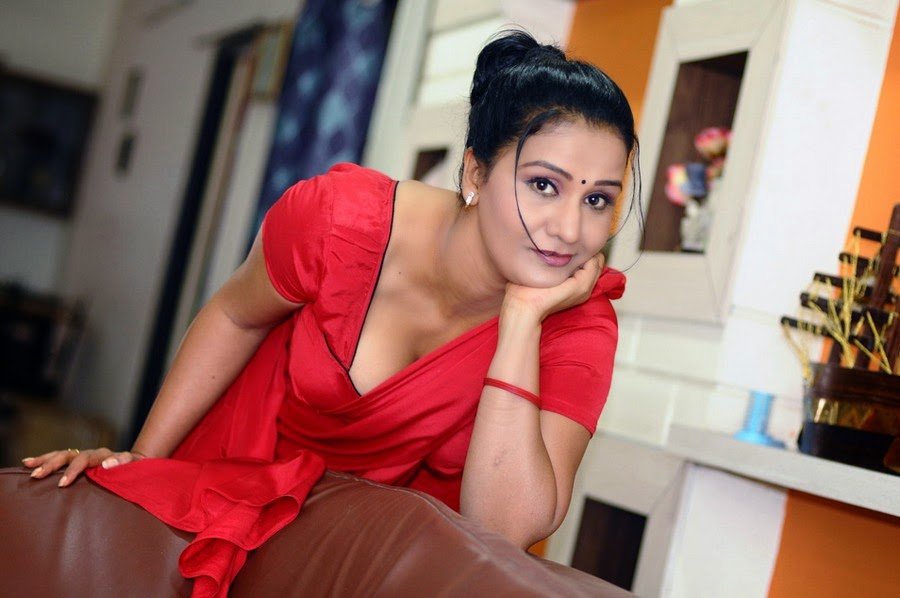 All Indian Beauties: Hot Tollywood Actress Apoorva Aunty ...