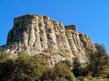 La vessant de migdia del turó i Castell d'Orís