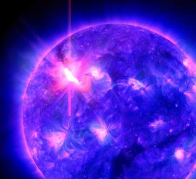 Eyeccion de masa coronal producto de llamarada solar clase X5.4 , 07 de Marzo de 2012