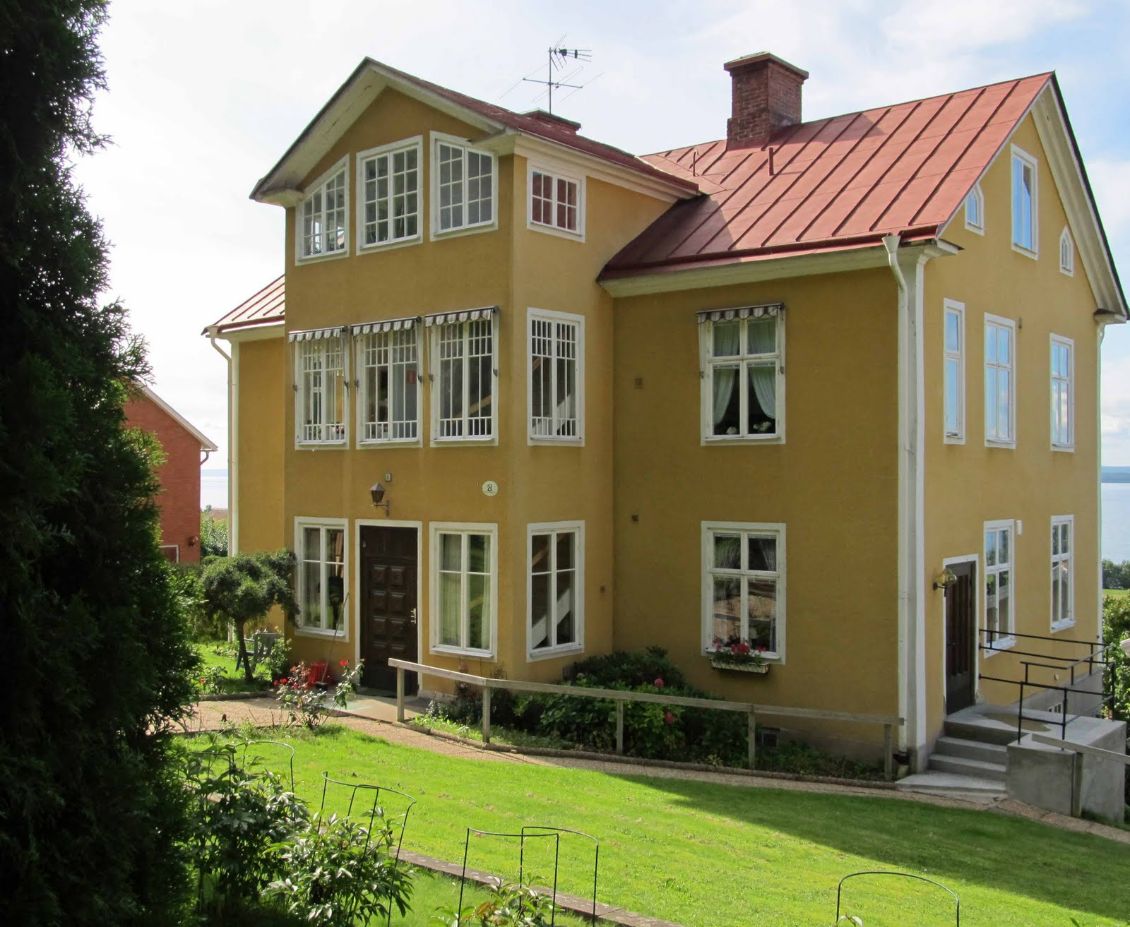 summit musings gaily painted houses polkagris in sweden