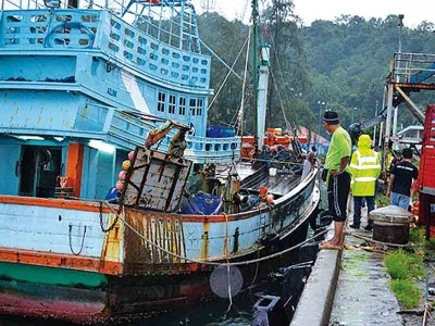 Nelayan mati lemas tergelincir dari bot