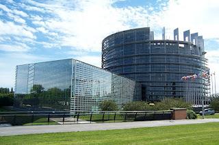 La UE lanza la tarjeta profesional europea para enfermería, farmacia y agente inmobiliario