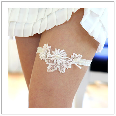 ivory lace applique garter