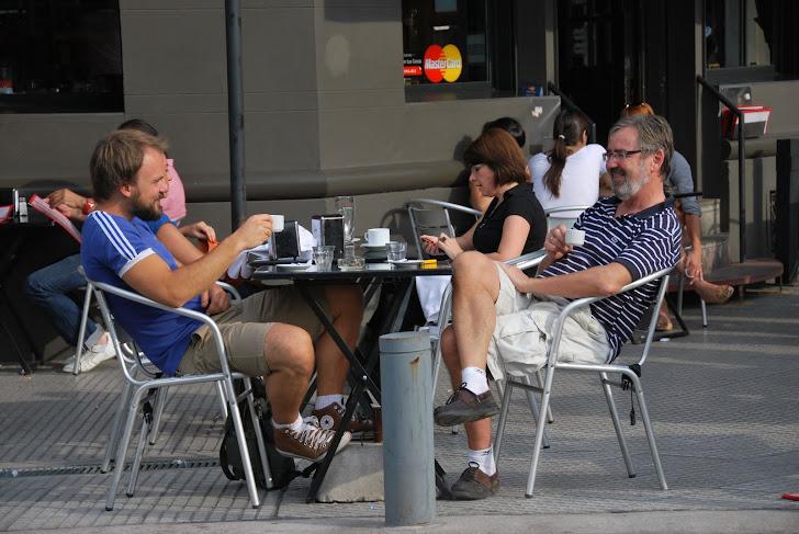 Andreas og Tron på fortauscafé i Palermo
