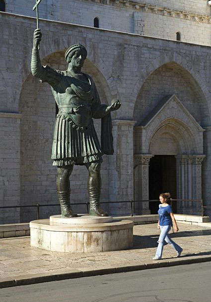 alfarano sindaco barletta statue - photo#10