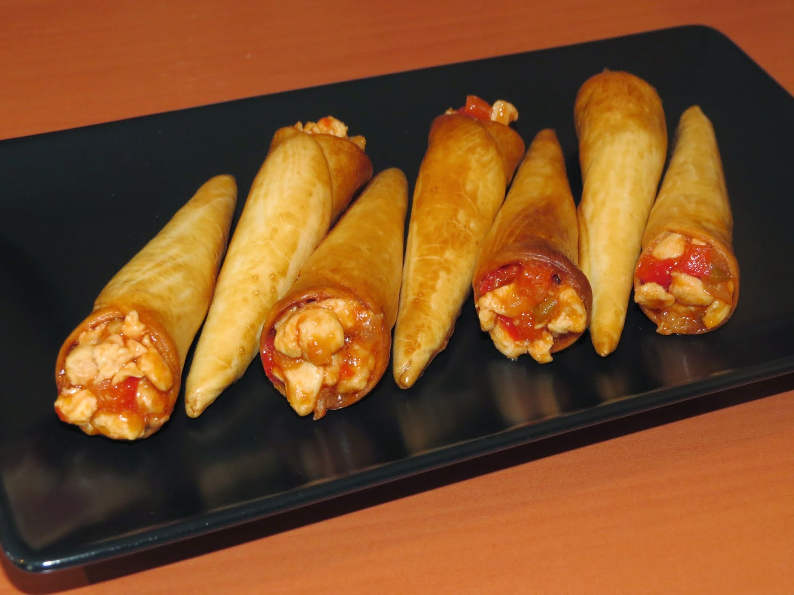 Burrito-cucuruchos de pollo con salsa barbacoa