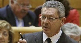 El ministro de Justicia, Alberto Ruiz-Gallardón, hoy en el Senado. / Fernando Alvarado (EFE)