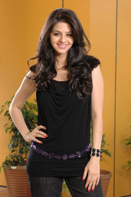 Vedhika in Black Dress Cute Picture Photo Shoot - N/W  Vedika-Hot-Photoshoot-Stills-CF-013