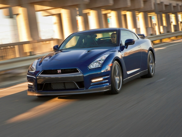 2013 Nissan GT-R Review and Pictures
