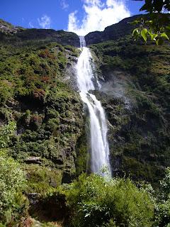 (New Zealand) - Sutherland Falls