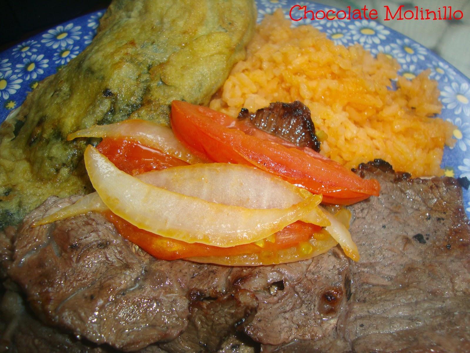 Carne y tomates asados, chile poblano capeado y arroz rojo