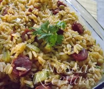 receita de arroz preparado com calabresa e abobrinha na panela de pressão.