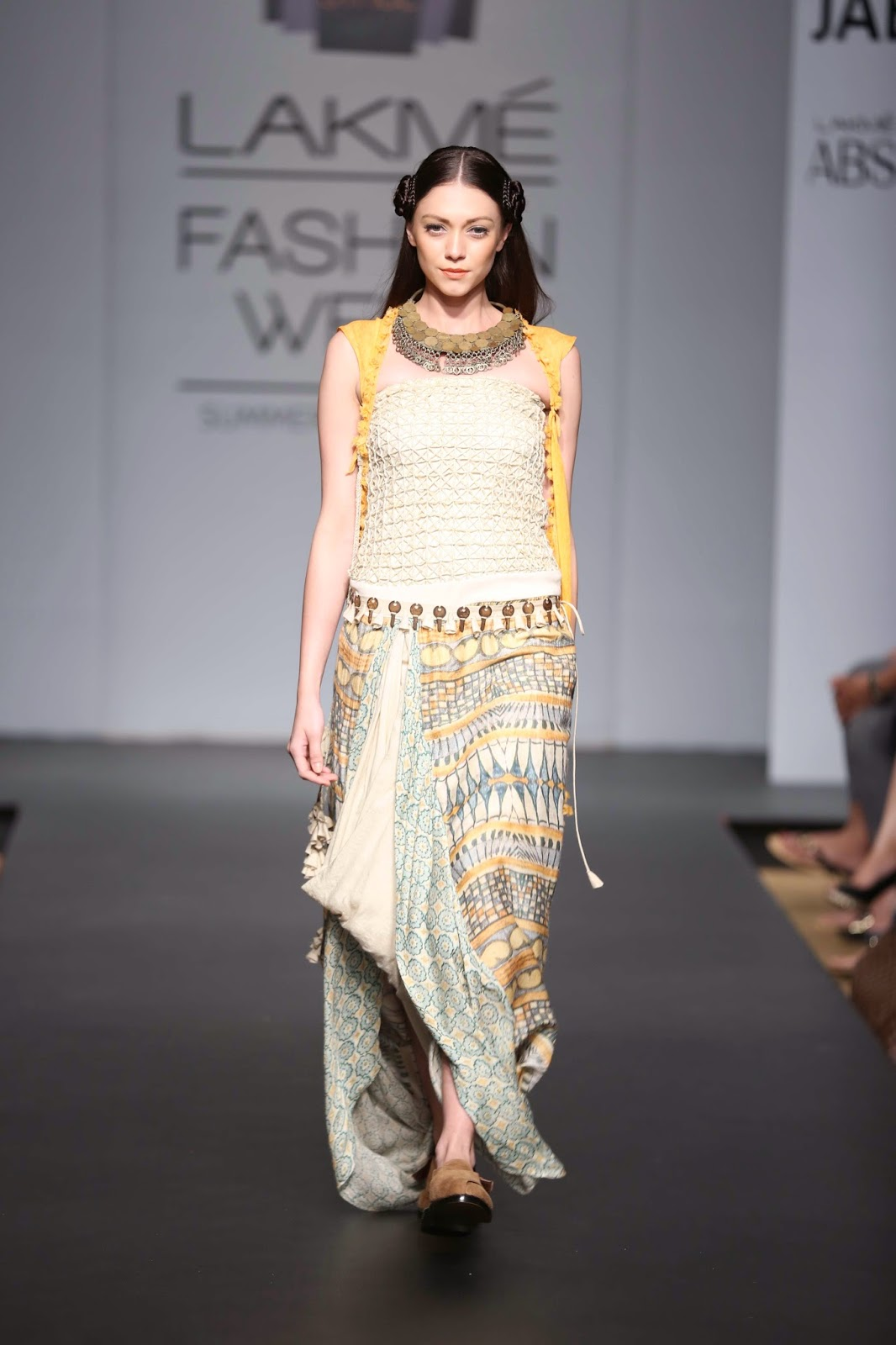 Bright hues of pop saffron, olive, pale blue, sunny yellow, ash beige and cream graced flowing silhouettes with soft cuts reminiscent of desert sand dunes.