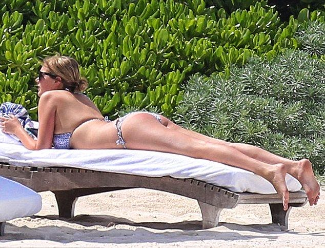 ‭What a view, right? Kate Upton can definitely demand an attention with her powerful of perfect anatomy. ‭And this time she do it while staying completely beauty and showing off some of her great assets in a white bikini during vacation in Cancun, Mexico on Wednesday, July 16, 2014.