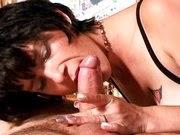Mulher casada pagando boquete no amante
