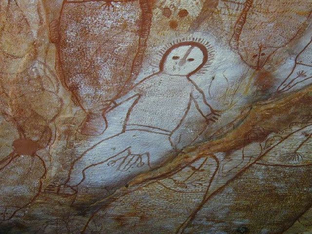 The Wandjinas To Aborigines Were Rain And Cloud Spirits Look A Lot Like Alien Greys Eh They Painted Near Water Holes No Doubt Attract