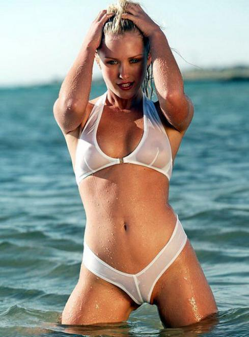 Nicky Whelan Semi Desnuda