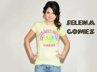 Selena Gomez in Jeans Wallpaper