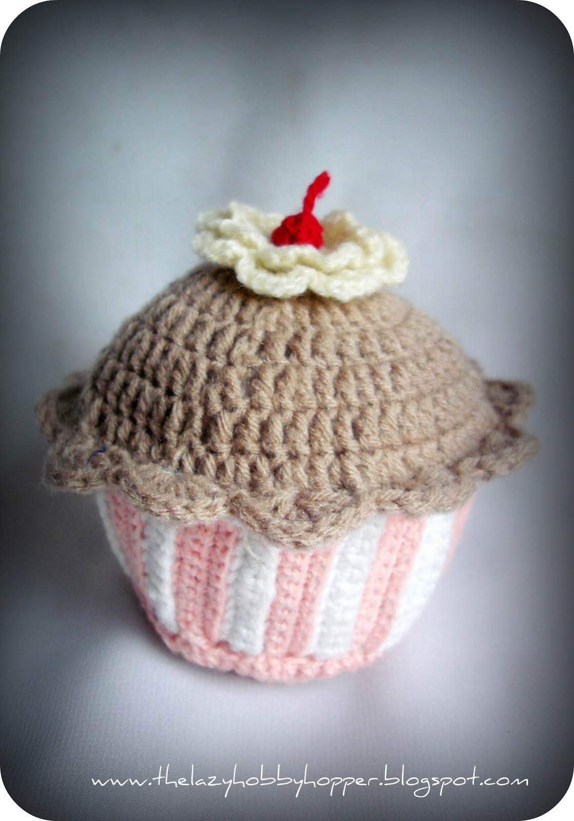 Crochet Pattern Free Cupcake : The Lazy Hobbyhopper: Crochet cupcake